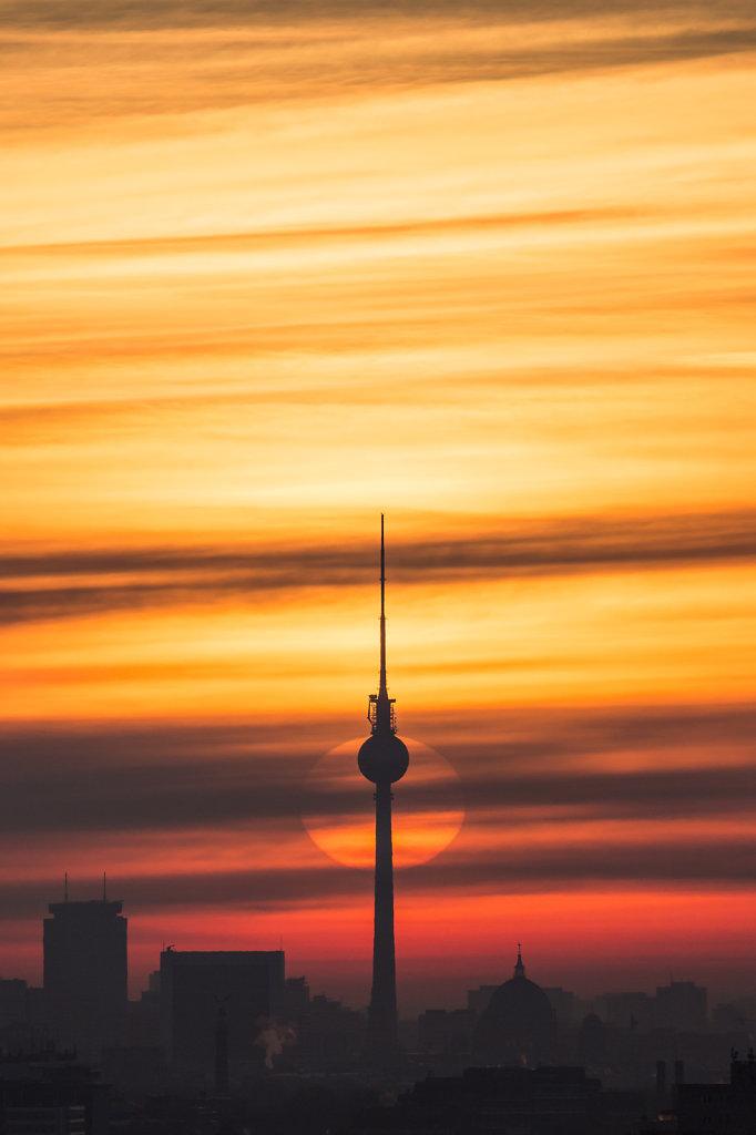fernsehturm-vor-rotem-himmel.jpg